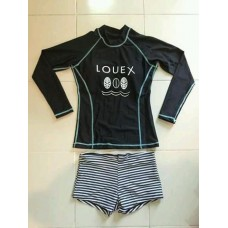 ชุดว่ายน้ำแขนยาว เสื้อสีดำสกรีนลาย กางเกงขาสั้นลายขวาง